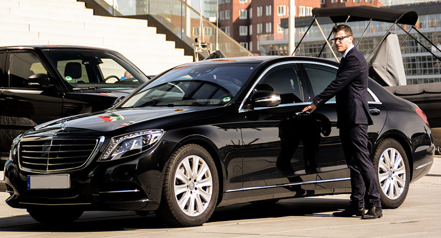 Hire the best Airport chauffeur services in London Hire