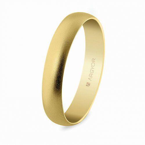 """Alianza de boda clásica media caña de oro amarillo de 18K modelo 50405M de 4 mm de ancho. Cuenta con un acabado mate """"""""arena"""""""" y un interior plano."""""""