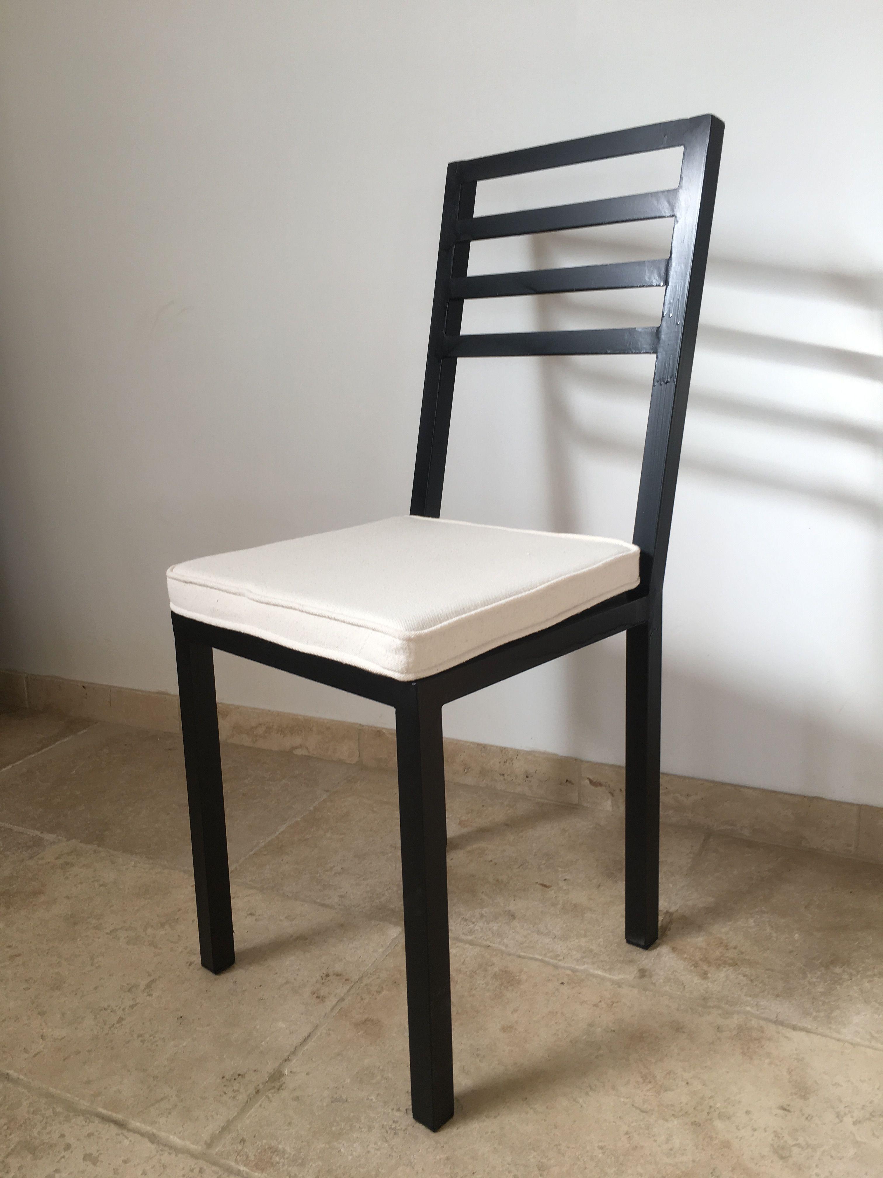 Chaise métal fer design en tube de 5mm avec bouchons en plastique