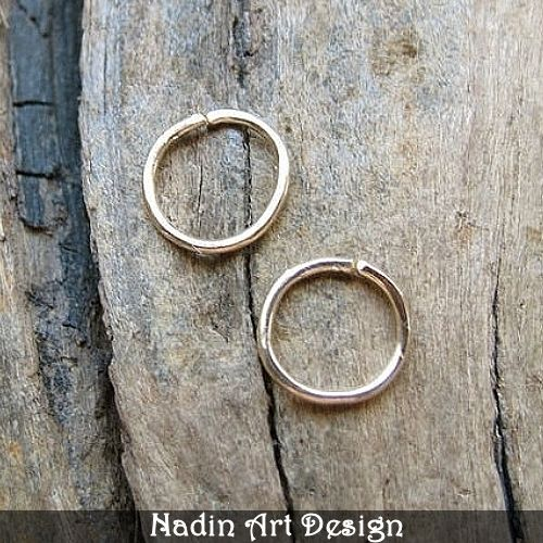 Knorpel Gold Ohrringe - Kleine Creolen Ohrringe von NadinArtDesign auf DaWanda.com