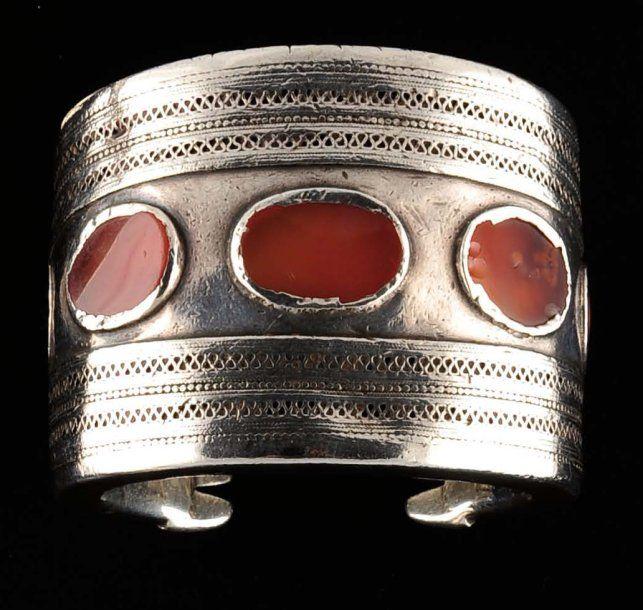 Turkmenistan | Silver and carnelian cuff bracelet | 19th century | 700 € ~ sold