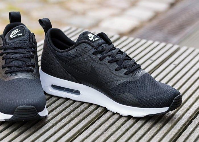 Titelhelden Nike Air Max Tavas Essential (black, black