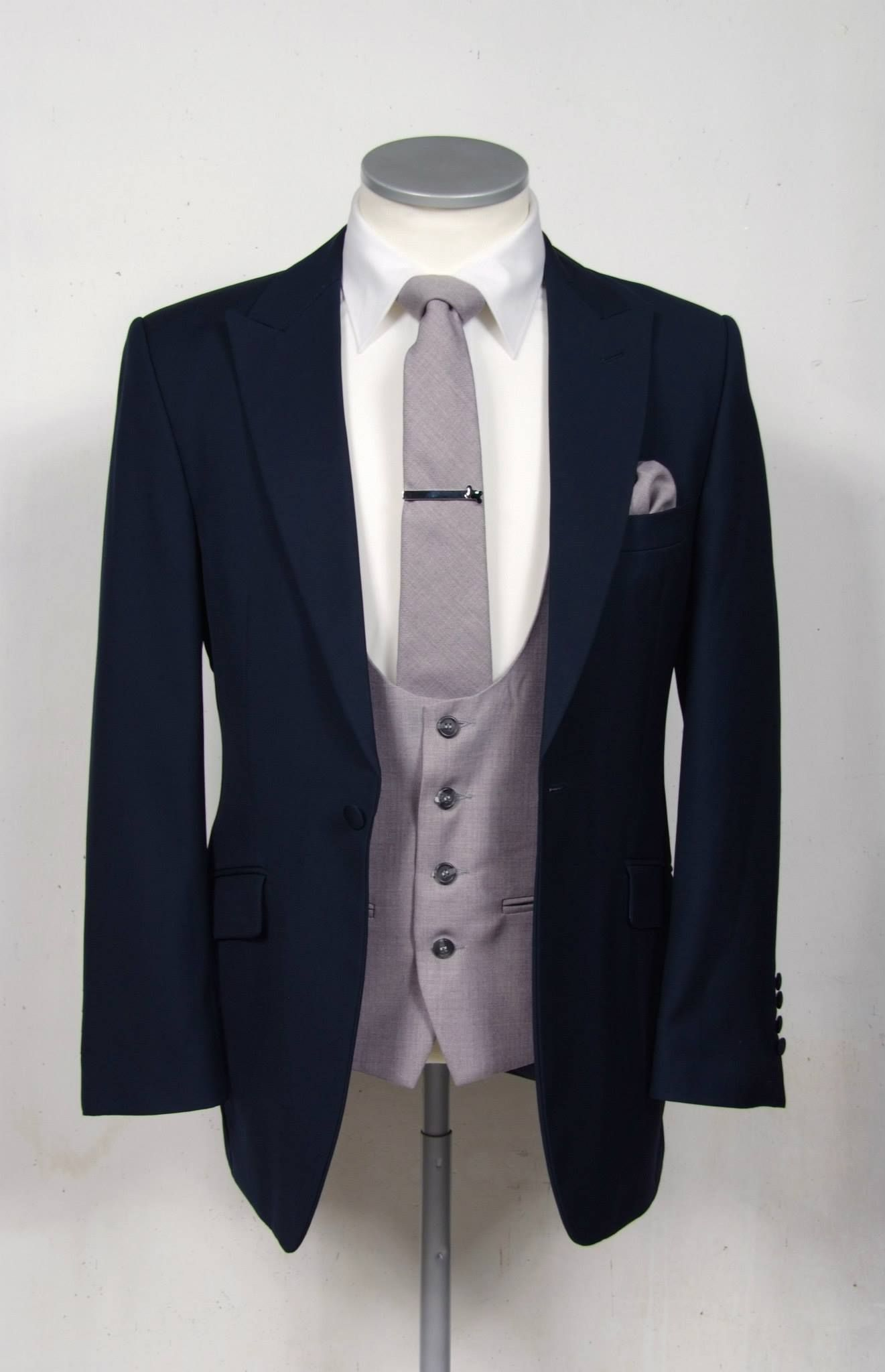 how to wear a tie pin with a waistcoat