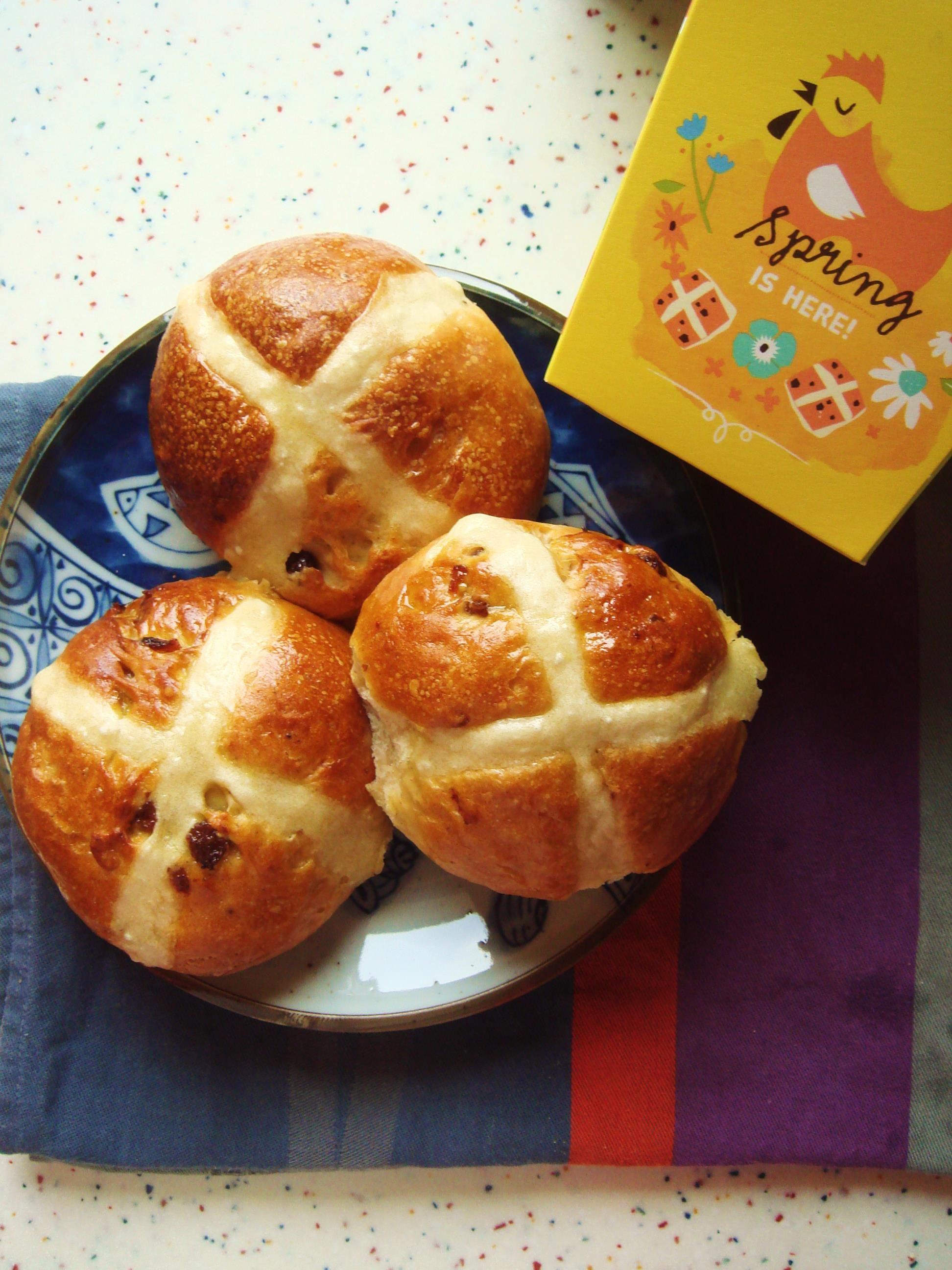 Hot cross buns (brioches anglaises de Pâques)