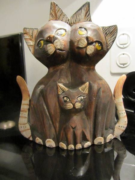 Katzenfamilie aus geschnitztem Holz  Neu und ungebraucht