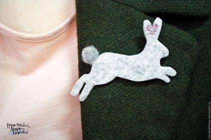 """Броши ручной работы. Ярмарка Мастеров - ручная работа. Купить Брошь из фетра и шерсти кролик заяц """"силуэты животных"""". Handmade."""