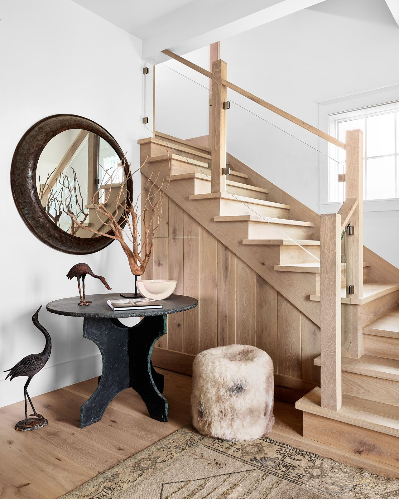 Best Round Table In The Stairwell Wood And Glass Panel Stair 400 x 300