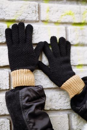 Contrast Waffle Knit GlovesA pair of comfortable gloves to provide warmth but with a touch of style in the waffle knit design. The wrist cuffs come with color contrasted ribbed details.Pair these with a nice coat or jacket for stylishwinter wear.