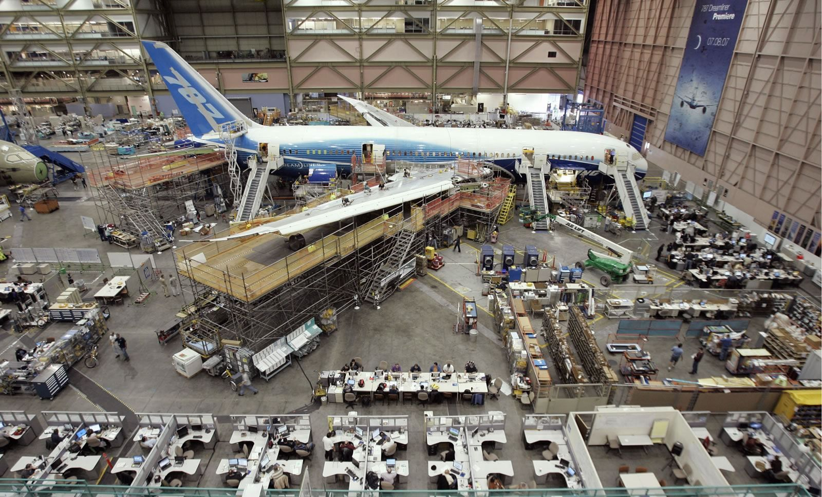 Lean Manufacturing Of Boeing 787 Cool Office Industrial Architecture Cool Office Space