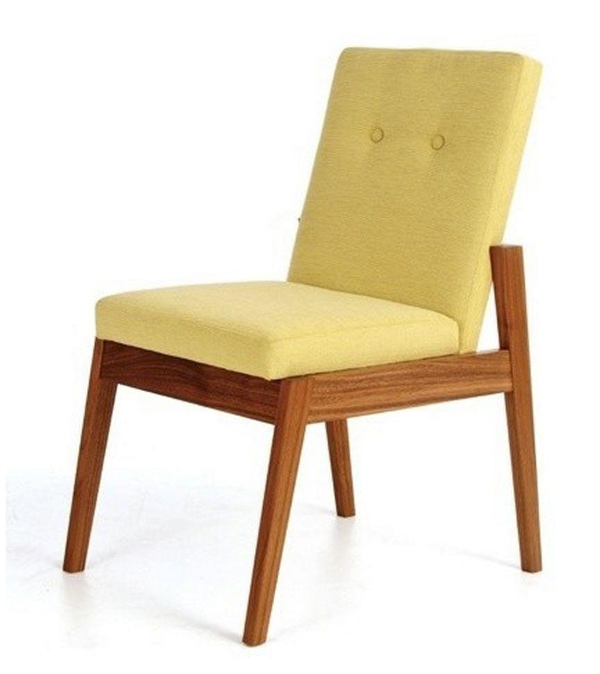 Silla de madera con respaldo acojinado color mostaza for Sillas madera colores