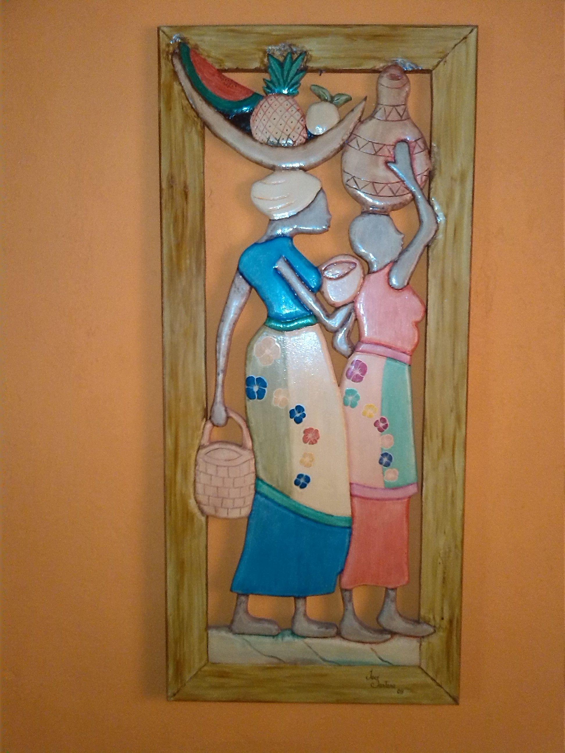 NEGRAS CON FRUTAS, talladas en madera, elaboradas por Jose Santana