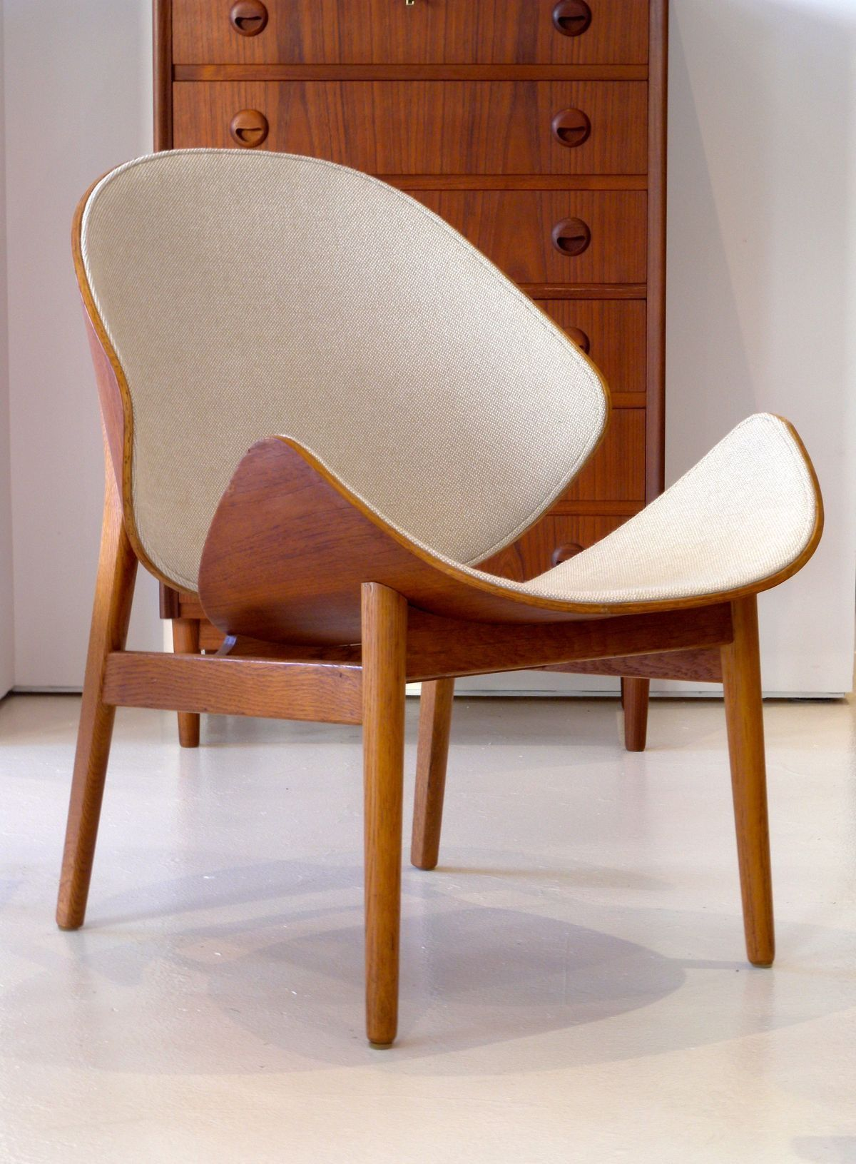 Different Architectural Styles Exterior House Designs: Hans Olsen Shell Chair #chair #seating #modern
