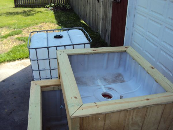 Ibc tank turned into planter view 2 diy tank for outdoor for Outdoor fish pump