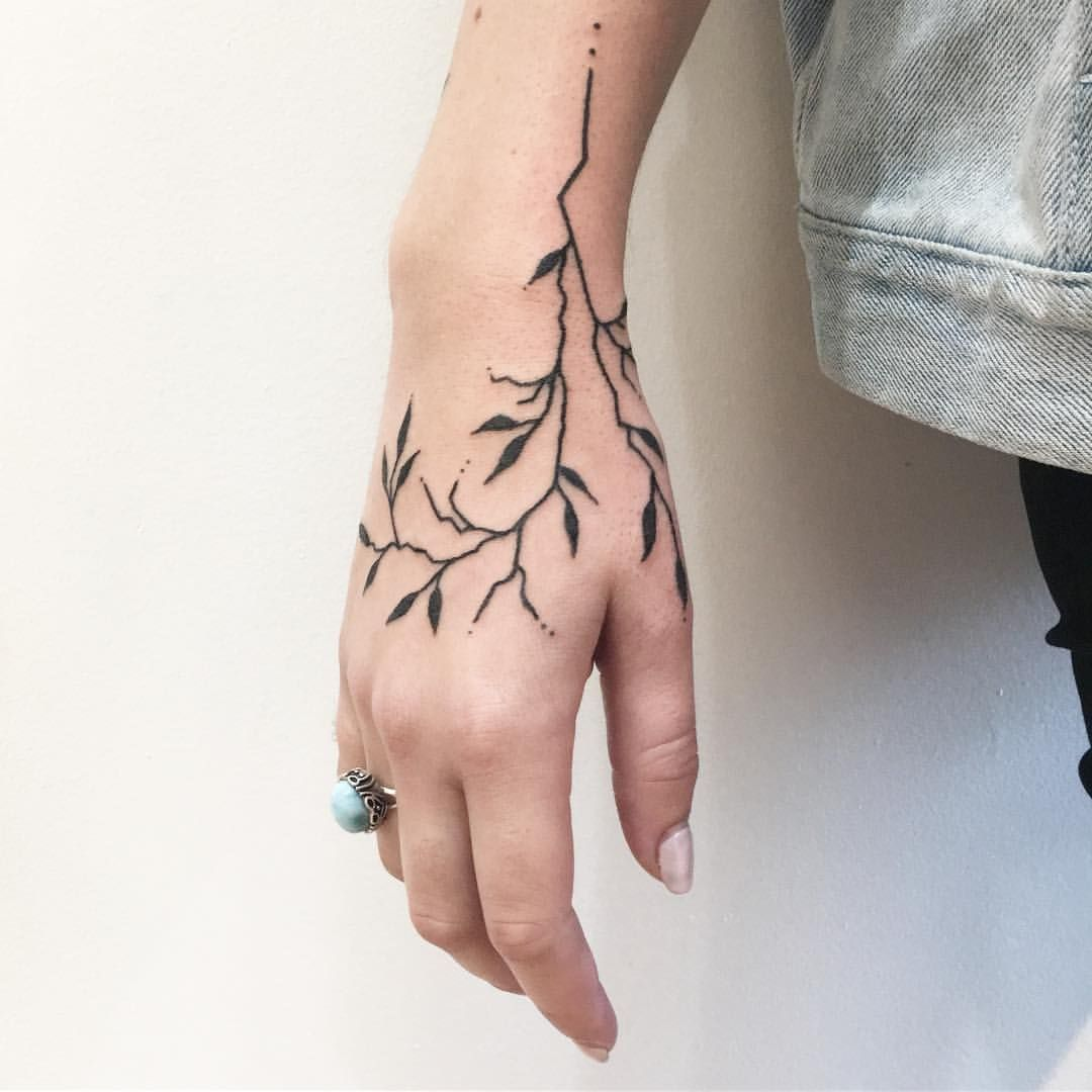 1 429 Likes 13 Comments Sophia Blum Pio Poke On Instagram Fall Branch The Kind You See Silhouetted At Suns Hand Tattoos For Women Hand Tattoos Tattoos