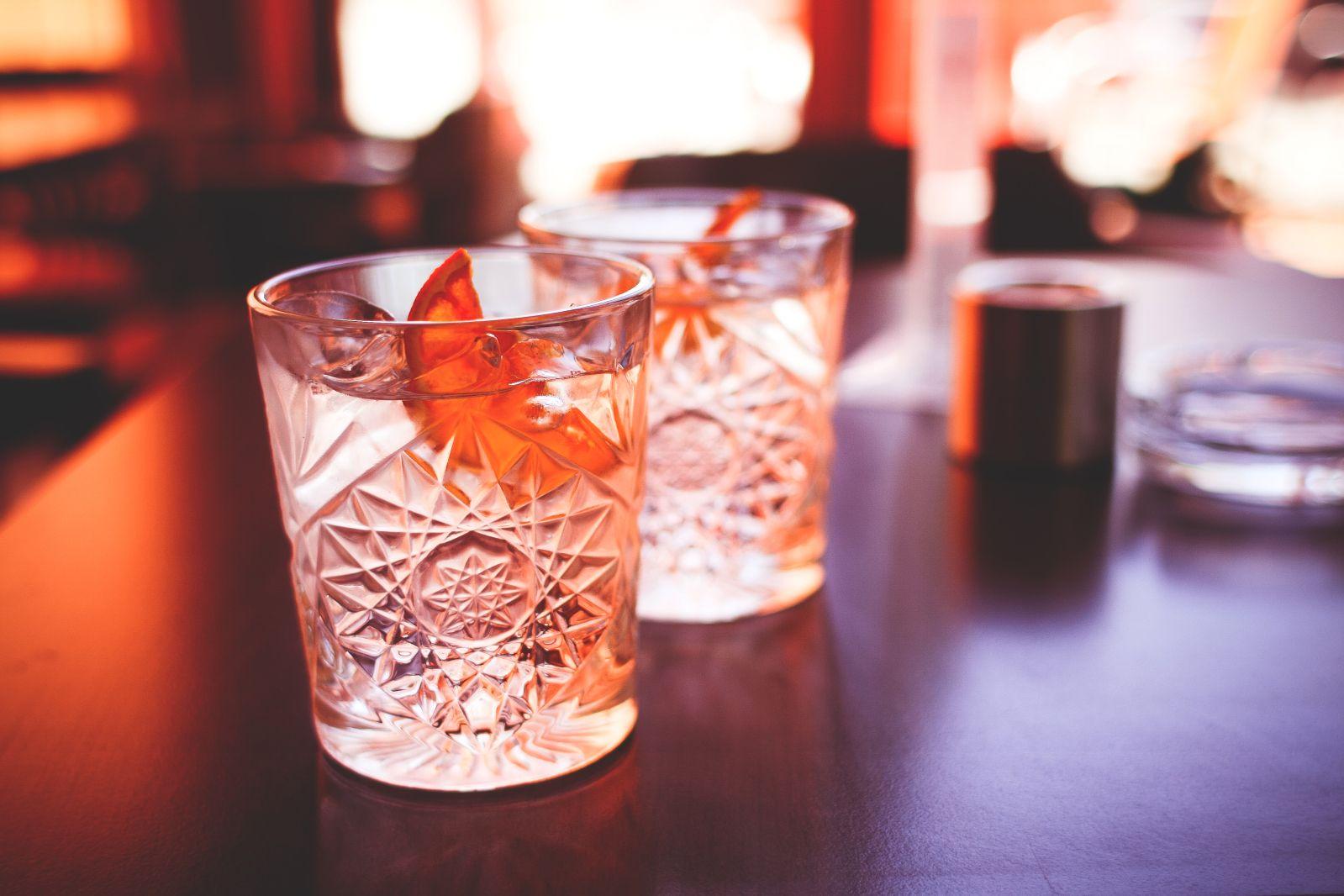 Wetherspoons To Advertise 15 000 Uk Pub Jobs By 2020 Gin Tasting Milkshake Drink Orange Drinks