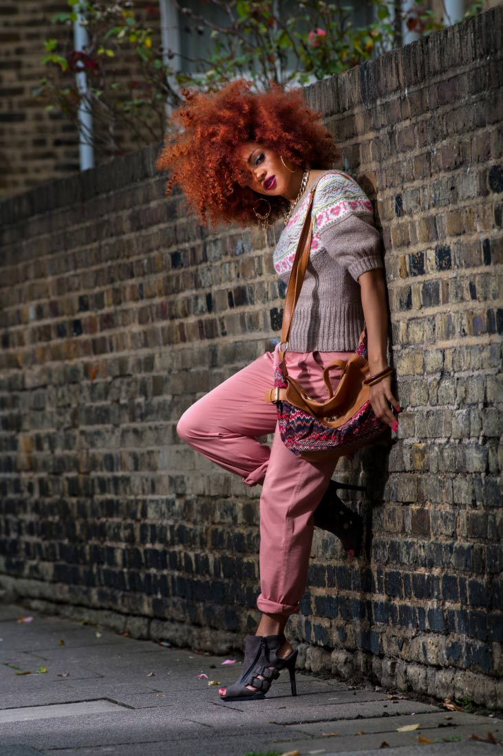 Cropped-Knit-Tee,-Rose-Khaki-Trousers-&-Aztec-Patterned-Bag-4 peeks, zanjoo, autumn lookbook, afro, natural hair,