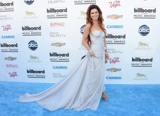 Shania Twian in pale blue - Billboard Music Awards 2013 in Las Vegas