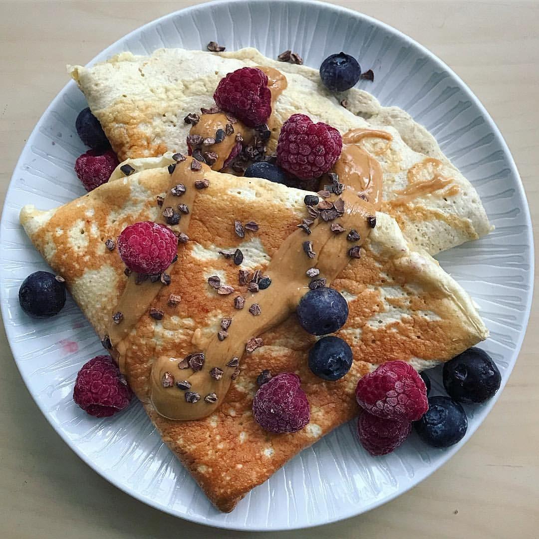 Buenos Días Hoy Desayunamos Crepes De Avena Y Claras Con Cremadeanacardos Y Fruta Missdesayunos Breakfast Desayuno Desayuno Desayuno Saludable Comida