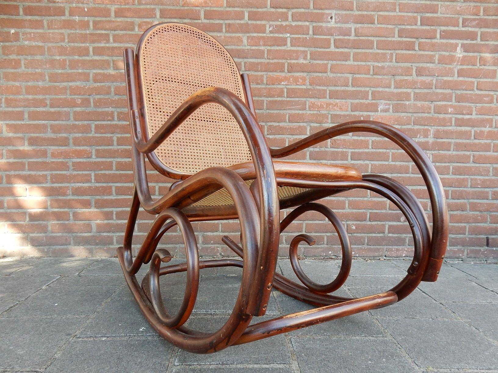 Prijs Thonet Stoel : Thonet schommelstoel het ontwerp voor deze aantrekkelijke houten