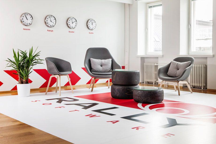 About A tuoli, About A nojatuoli korkea selkänoja ja About A nojatuoli matala selkänoja.   Millan Grafik Butik suunnittelemana Rally Software Helsinki, interior design (2013)