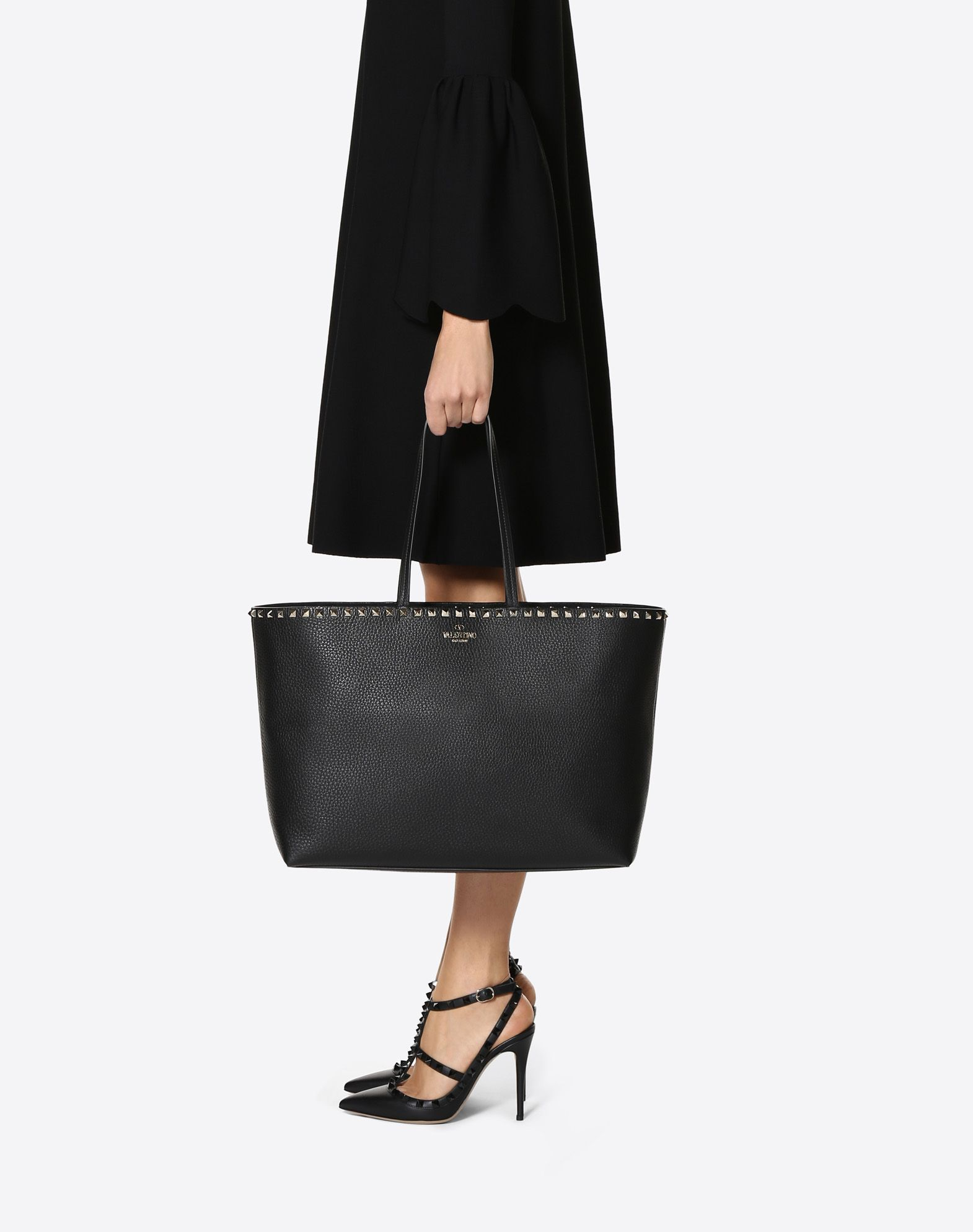b8548d75464 Large grain calfskin leather Rockstud shopping bag for Woman | Valentino  Online Boutique