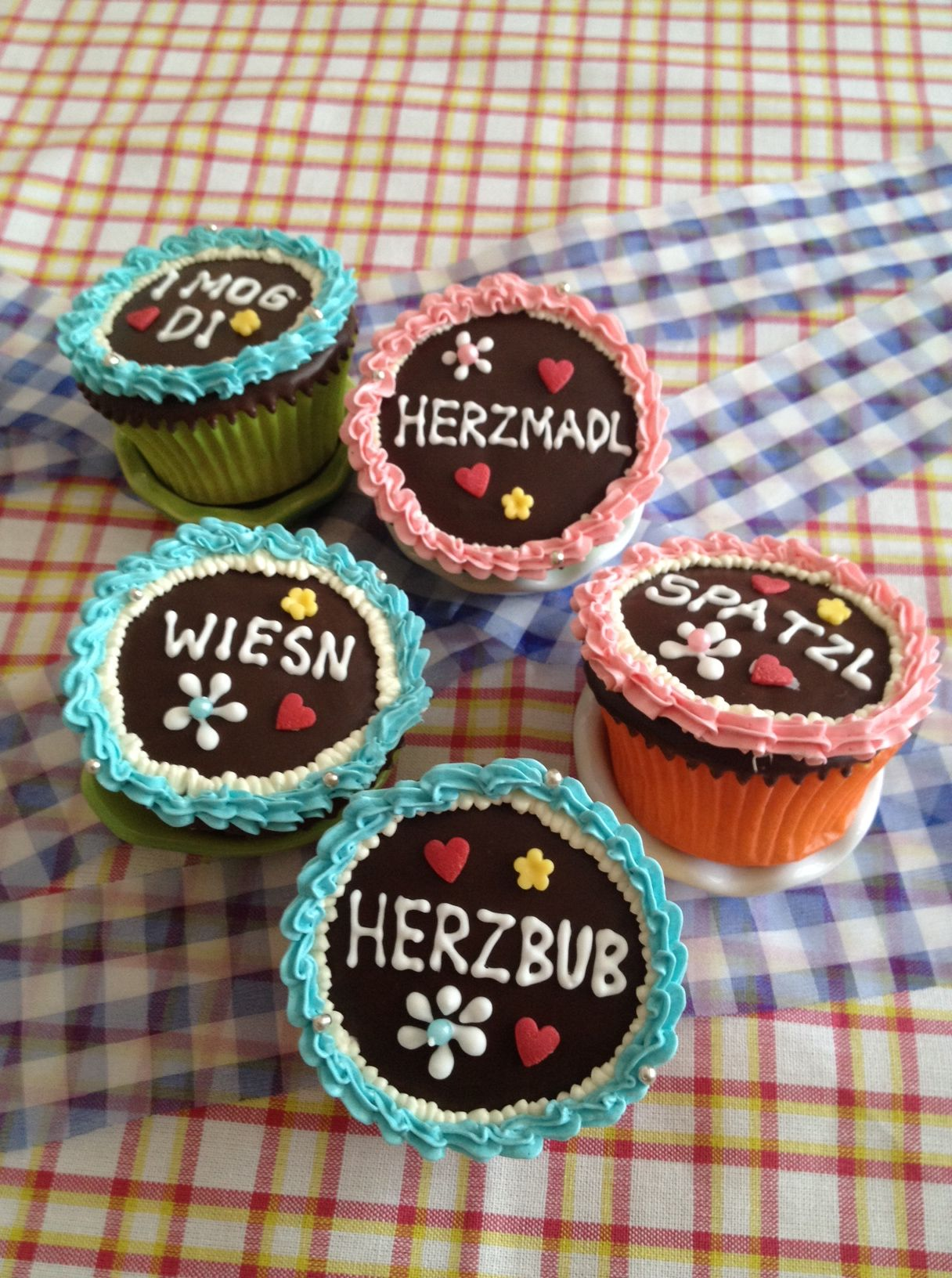 wiesn cupcakes sehen die nicht zauberhaft aus backen pinterest oktoberfest wiesn und. Black Bedroom Furniture Sets. Home Design Ideas