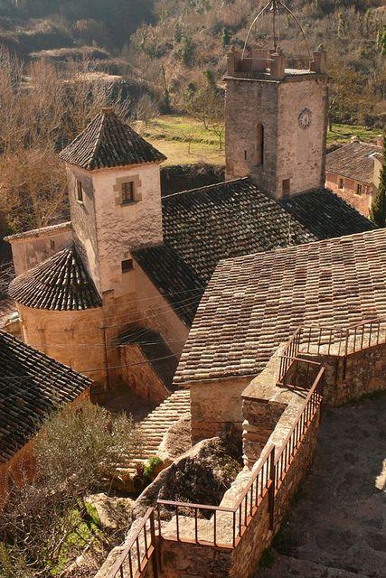 Mura ( El Bages ) Tejados   Roof architecture, Architecture, Roof design