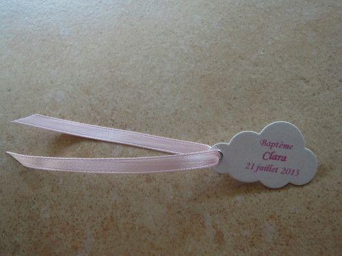 Bonjour à tous et à toutes ! Voici les Etiquettes à Dragées réalisées pour le Baptême de Clara qui aura lieu le 21 juillet 2013. Ce sont des étiquettes en forme de Nuage et dans les couleurs Blanc Irisé et Rose. Vue d'Ensemble Bonne journée à tous et...