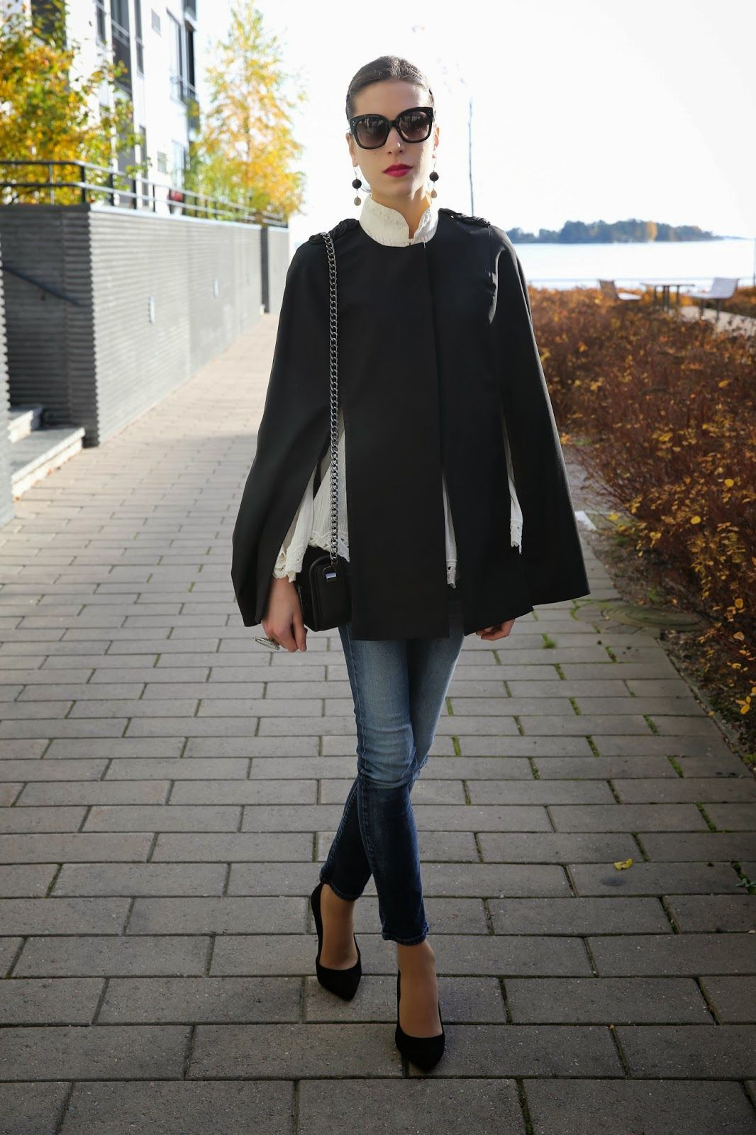 4 simple but stylish thanksgiving outfit ideas | black cape, cape