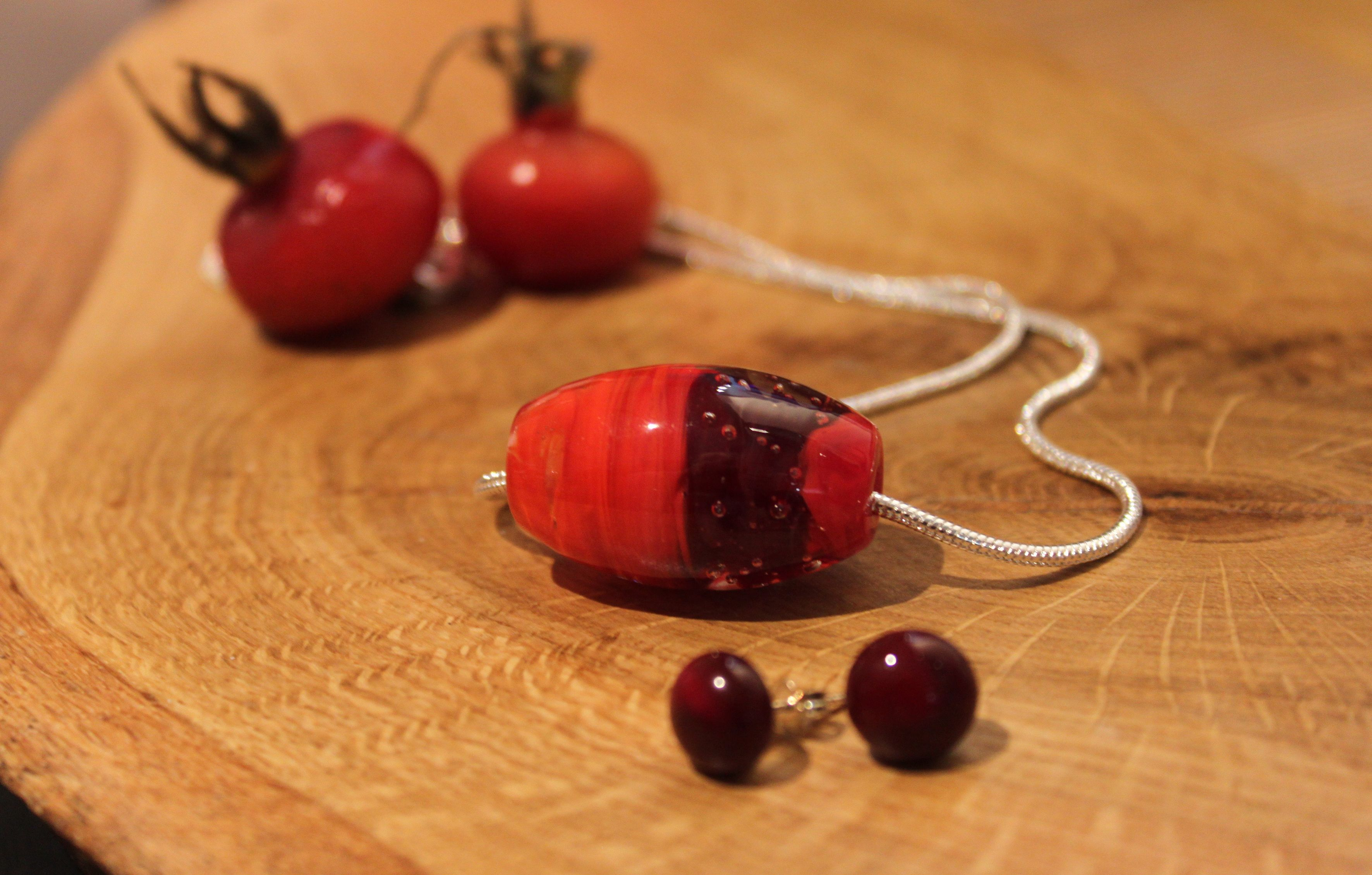 Unique glass jewellery design and made by Mafka, glass artist and glassblower Marja Hepo-aho.