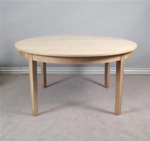 Lauritz.com - Furniture - Dansk møbelproducent. Rundt spisebord i ...