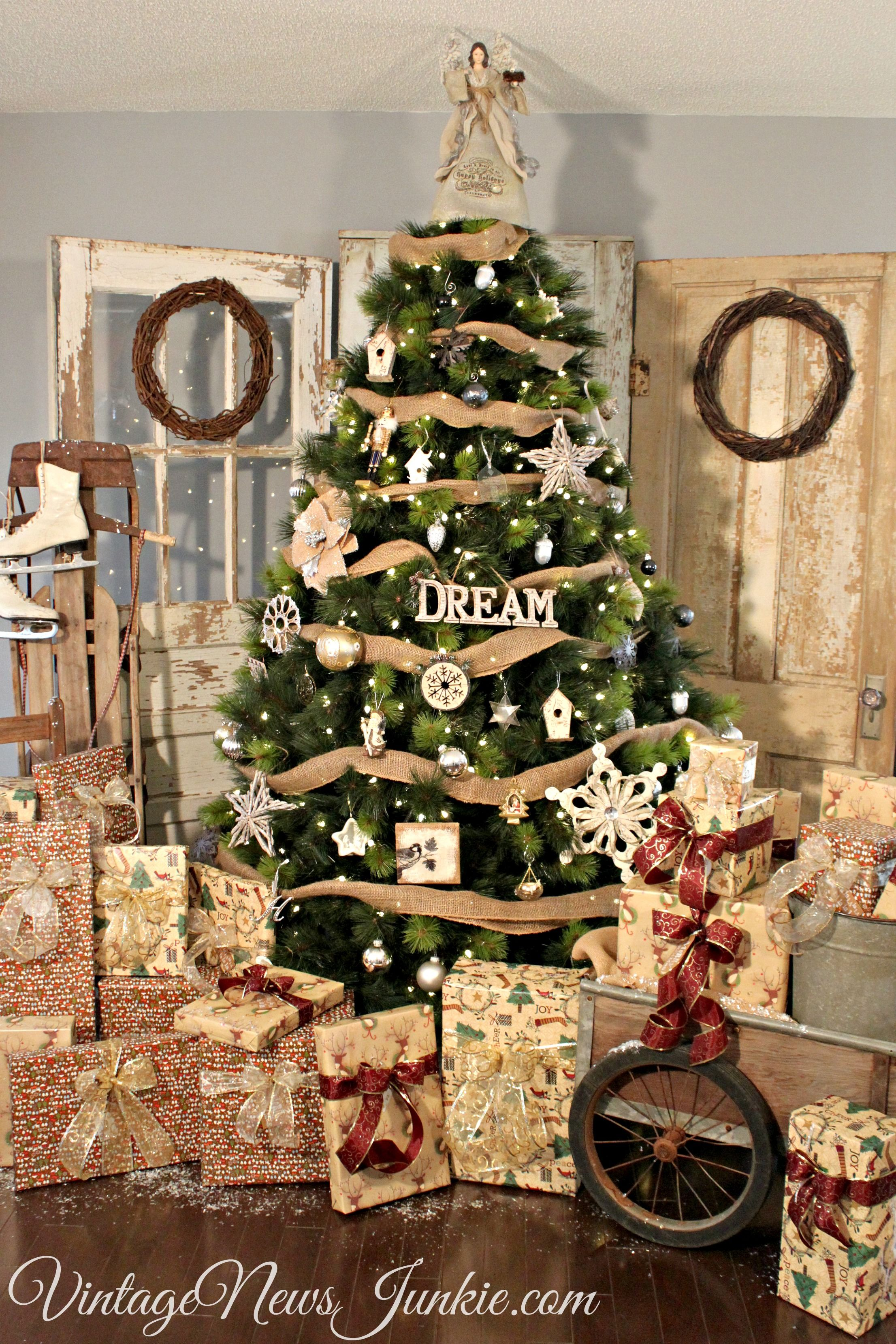 distressedrustic doors with wreaths in the corner behind the christmas tree vintage rustic christmas tree decor