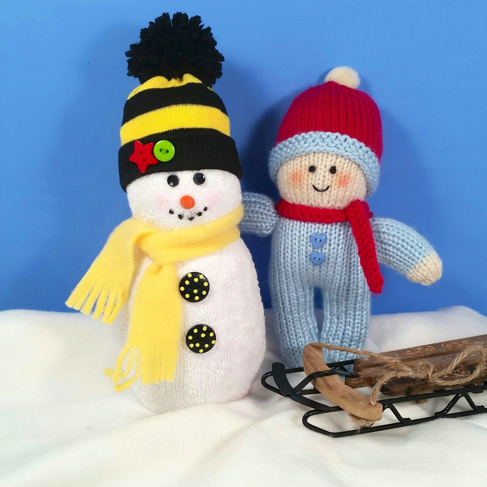 Here is another snowman with a striped hat for part of a family of snowmen. The little knitted boy building the snowman is from a free pattern (Rainbow Babies) by Jean Greenhowe and available online as a pdf.