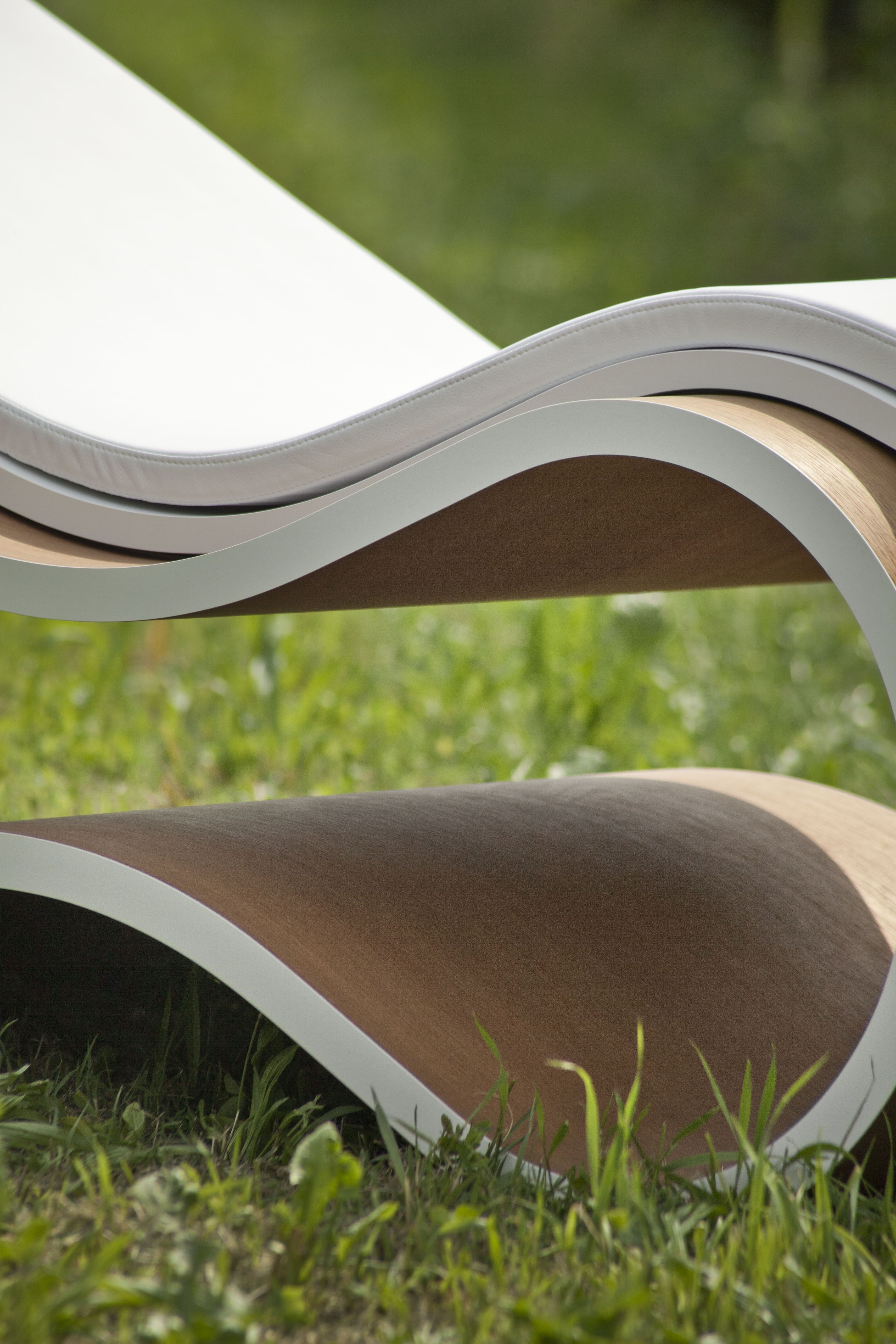 DETAIL White Mamba Chaise Longue A real piece of design, perfect ...
