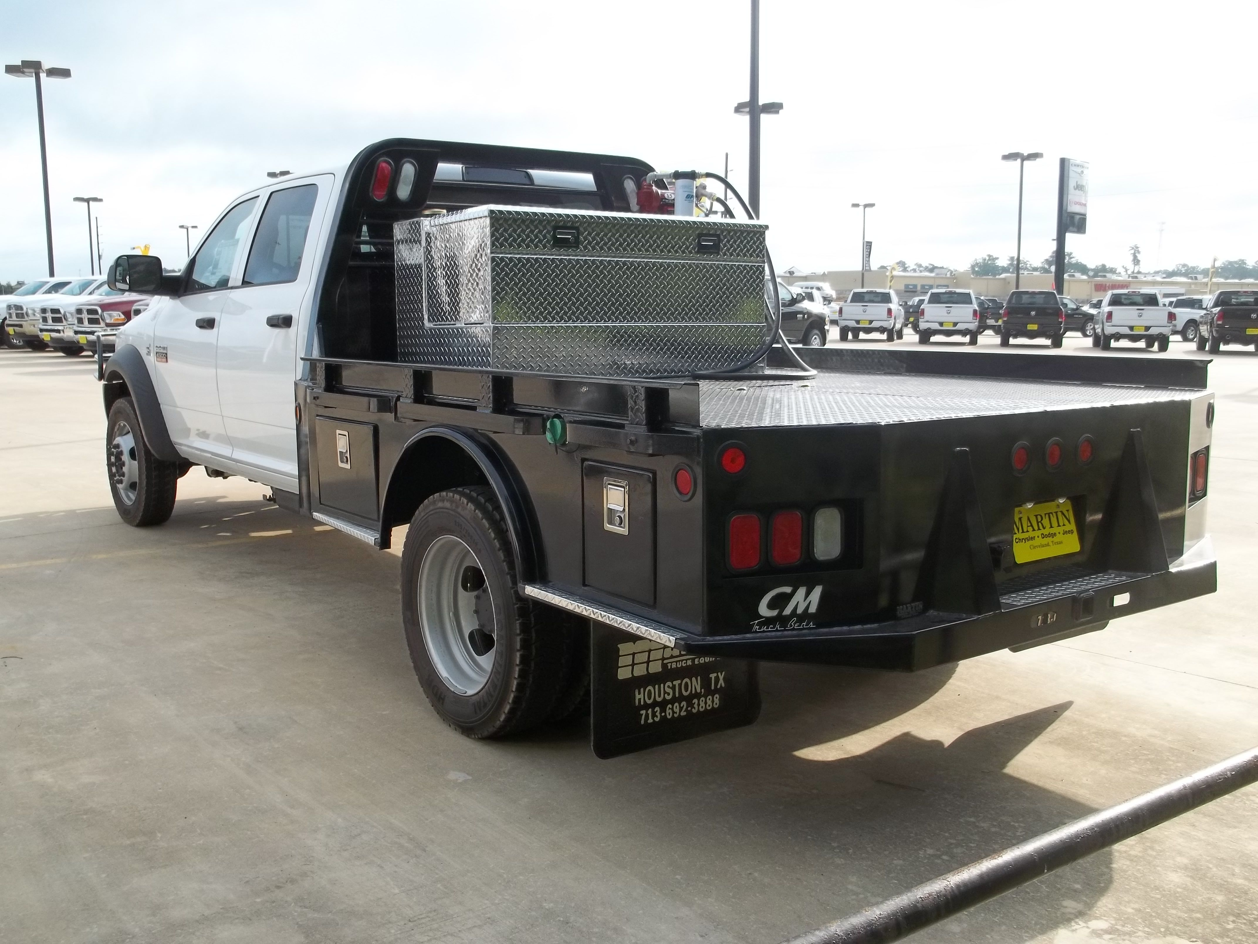 Plans for flatbed ford f350 - Sample Skirted Flatbed With Short Rails Headache Rack Fuel Tank Toolbox Combo