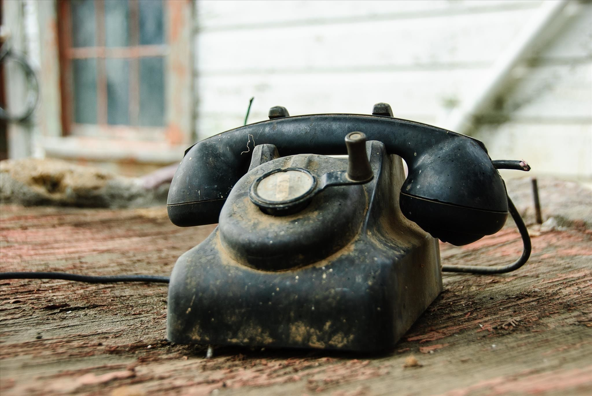 How To Hack Your Old Phone Line Into An Emergency Power Supply For