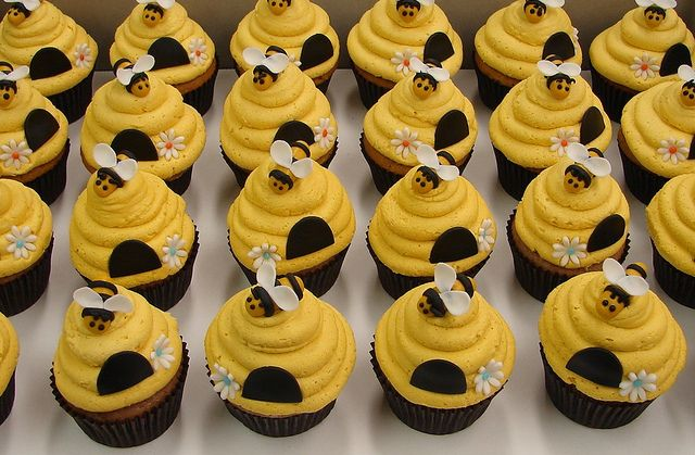 Bumble Bee Beehive Cupcakes In 2019 Birthday Party Ideas