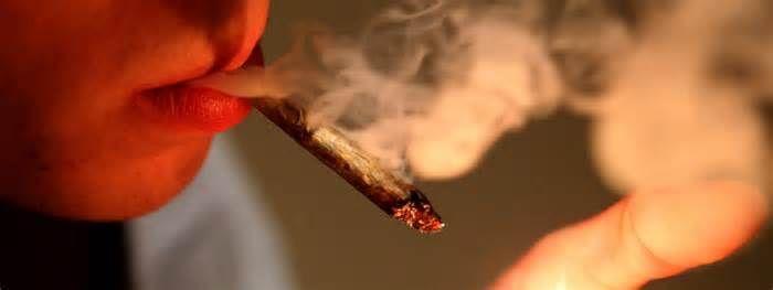 La consommation de cannabis bientôt punie dune simple contravention...(francetvinfo.fr) https://t.co/xHsvkS5SDM