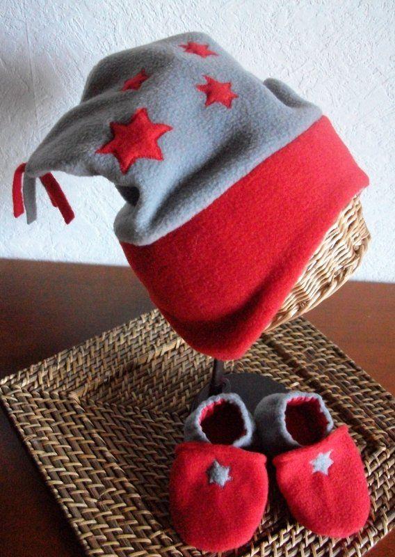 e43963e6858 ensemble bonnet et chaussons en polaire gris et rouge pour enfant ...