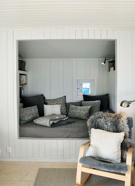 cosy quarters | Fenêtres coulissantes, Alcôve et Intérieur