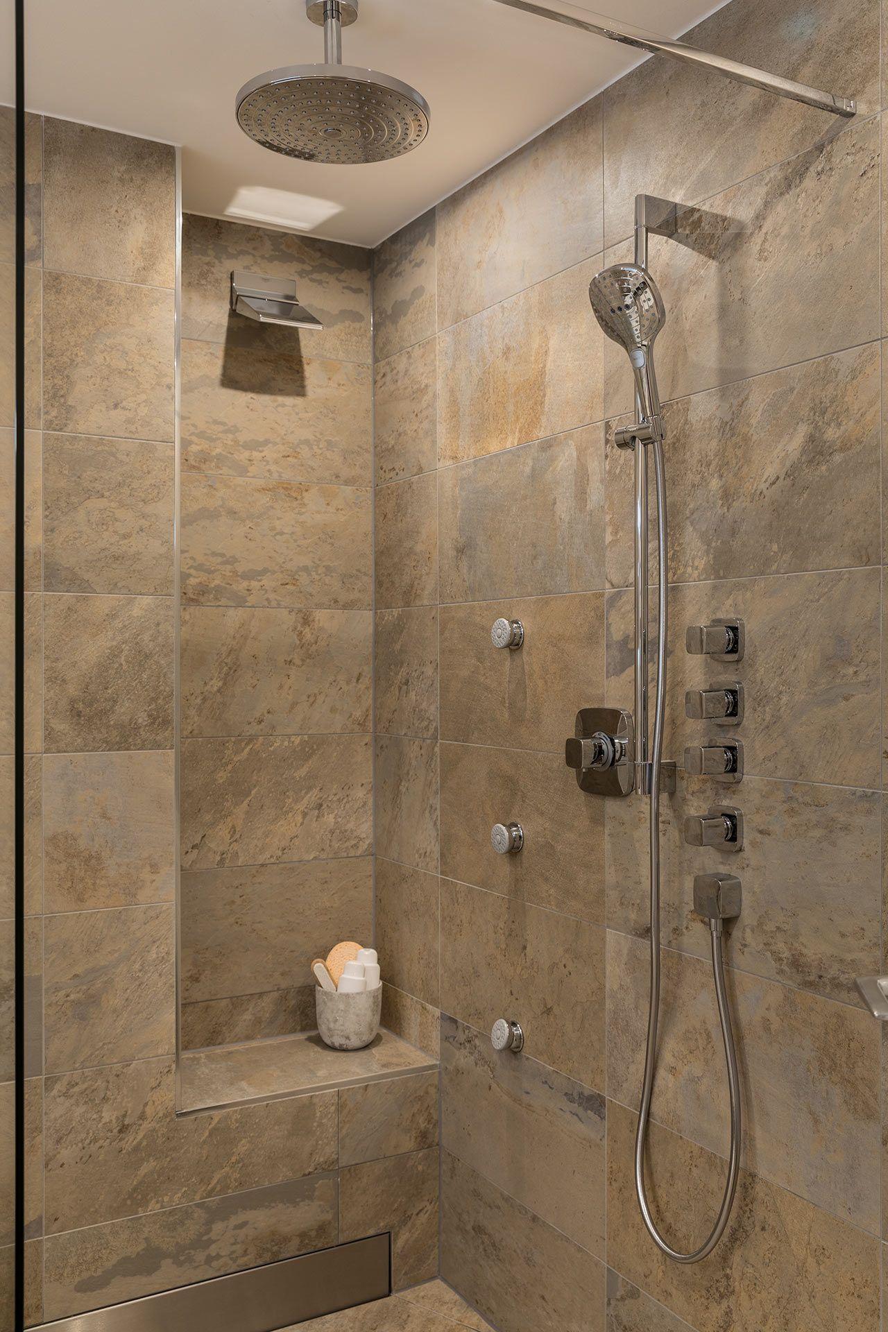 Die Bodengleiche Dusche Lasst Das Herz Hoher Schlagen Badezimmer Bad Waschtisch Badsanierung Badrenovierung Ma Banos Modernos Banos