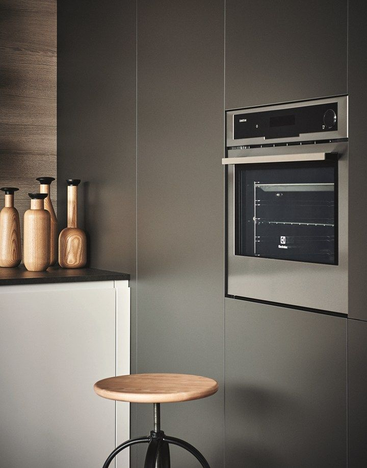 Maxima 2 2 Wears Two New Finishes Sophisticated Surfaces For Cesar Kitchen System Kitchen Fittings Kitchen Peninsula Modern Kitchen