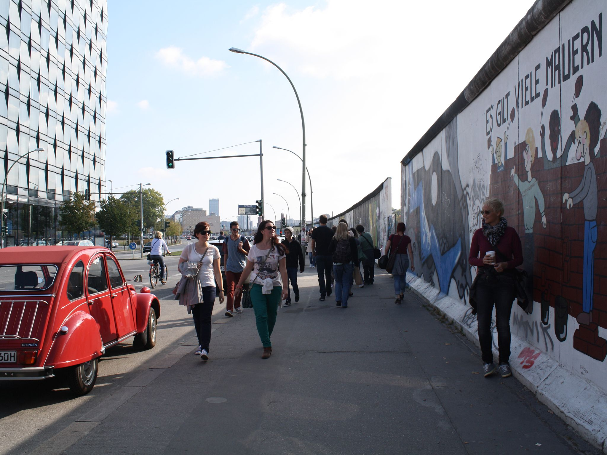 The Art Of The Berlin Wall A Tale Of Two Cities Berlin Wall East Side Gallery Berlin
