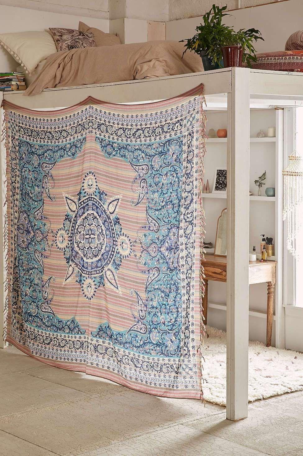 Dream Dorm Room: Dream Rooms: Shopping For Dorm Decor Is Essential If You