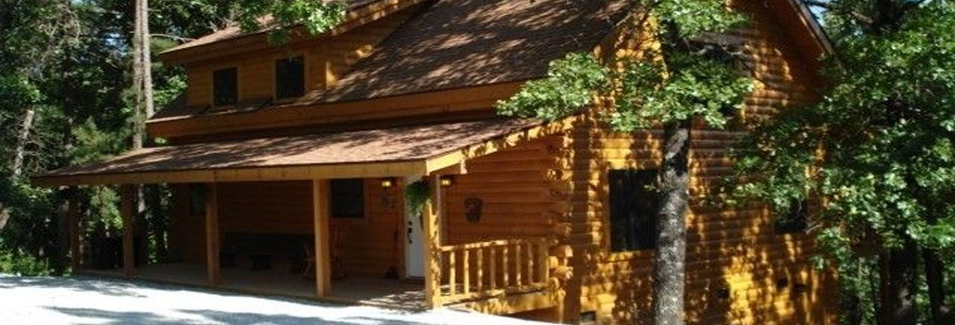Pine Ridge Log Cabins Offer Cabins To Rent In Table Rock Lake Mo And All The Modern Amenities The Luxury Vacation Rentals Luxury Log Cabins Log Cabin Rentals