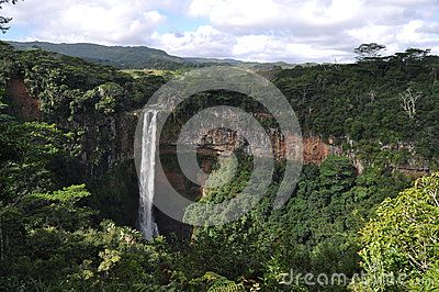 The 83m waterfall is surrounded by lush vegetation of Black River Gorges. We saw the waterfall from the upper deck situated at the Chamarel Seven Colored Earth reserve.