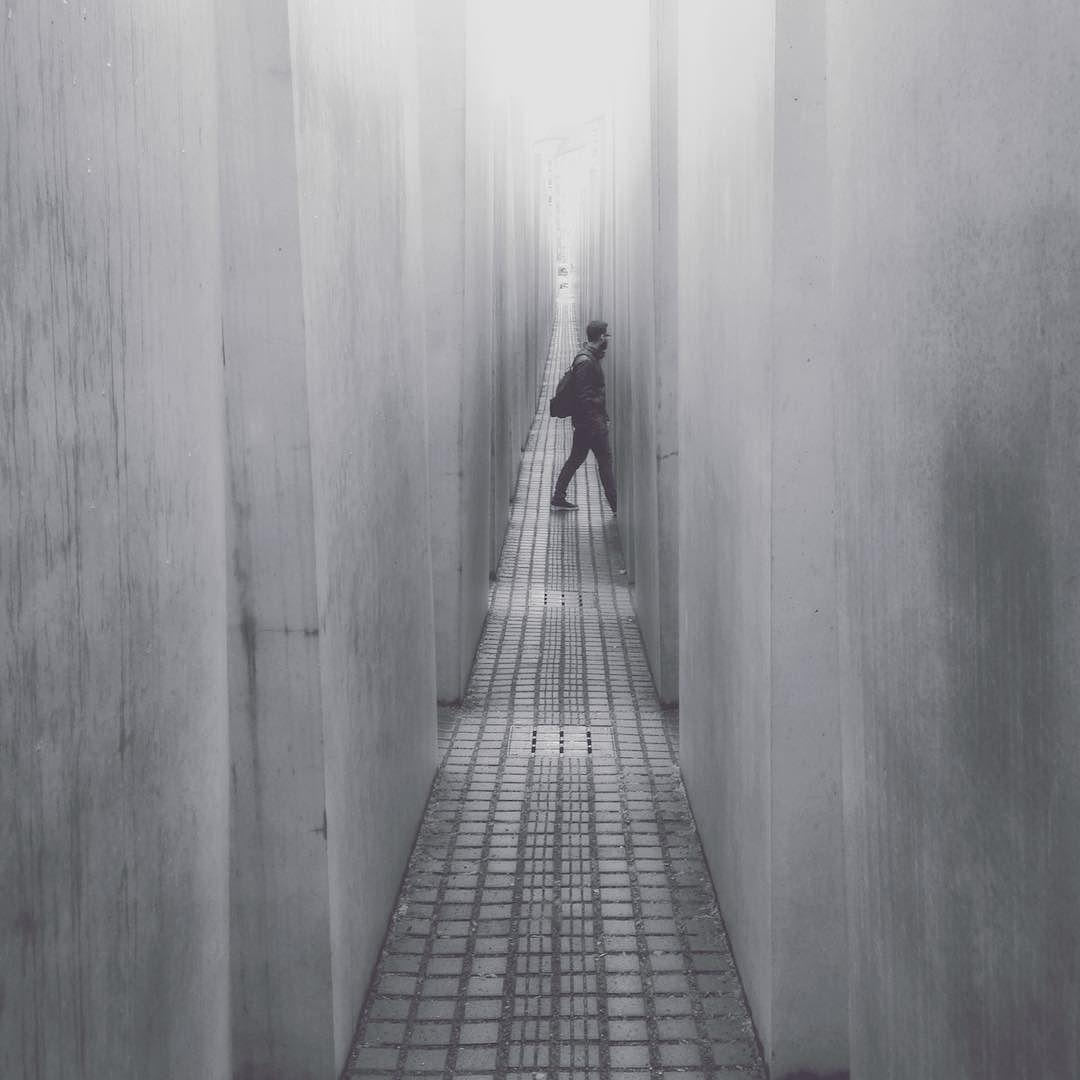 Passing #minimal #ig_captures #igersworldwide #berlin #igersgermany #phototag_it #ig_excellence #worldcaptures #ig_worldclub #ig_worldquest #watchthisinstagood #vanishthatpoint #superhubs #bnw_captures #bnw_life #ig_masterpiece #special_shots #master_shots #ig_shotz by pluimpics