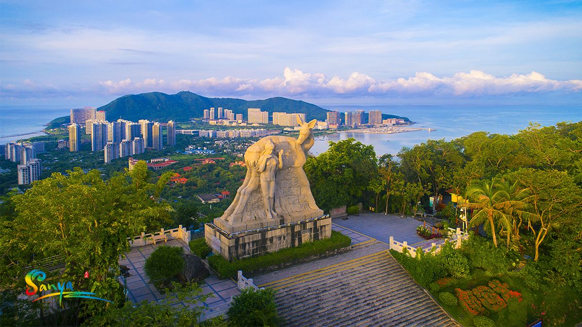 Luhuitou Park is definitely one of Sanya's must-visit attractions. Here  have the best panoramic views to the downtown; especial… | Panoramic views,  Sanya, Panoramic