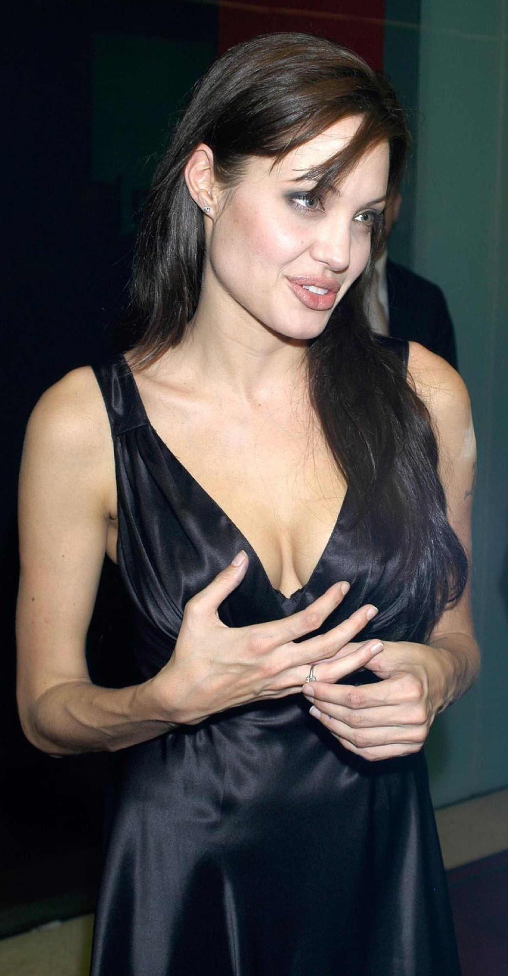 Sideboobs Angelina Jolie nudes (55 photo), Tits, Paparazzi, Boobs, underwear 2015