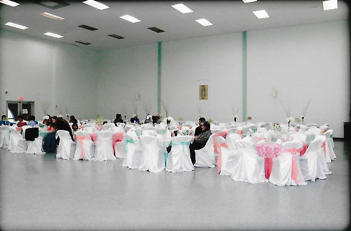 La mitad de salon St Henerys in San Antonio